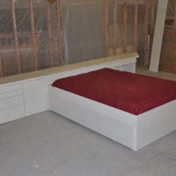 Hollywood Bed w' Trundle