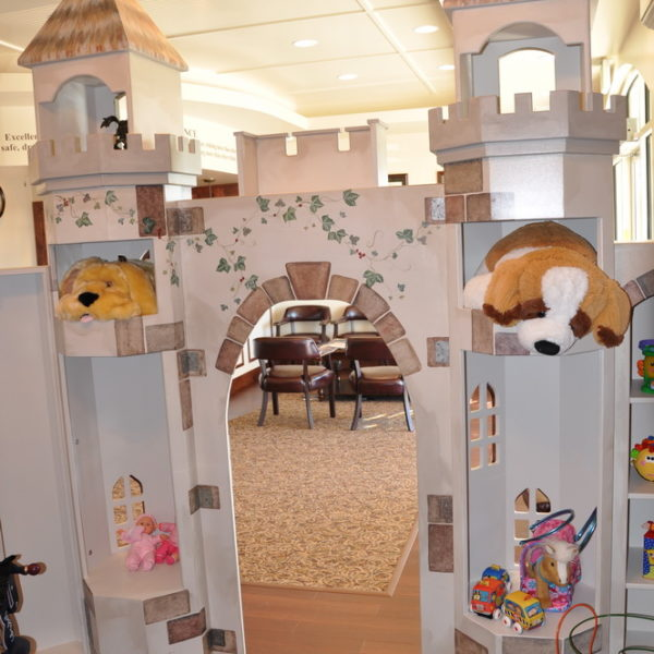 Customizable waiting room playhouse