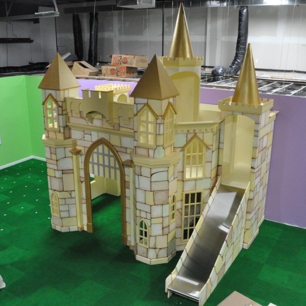 The Linfield Castle is a variation of the Merlin. It has only one slide, rather than two. This particular model also has a slightly raised loft.
