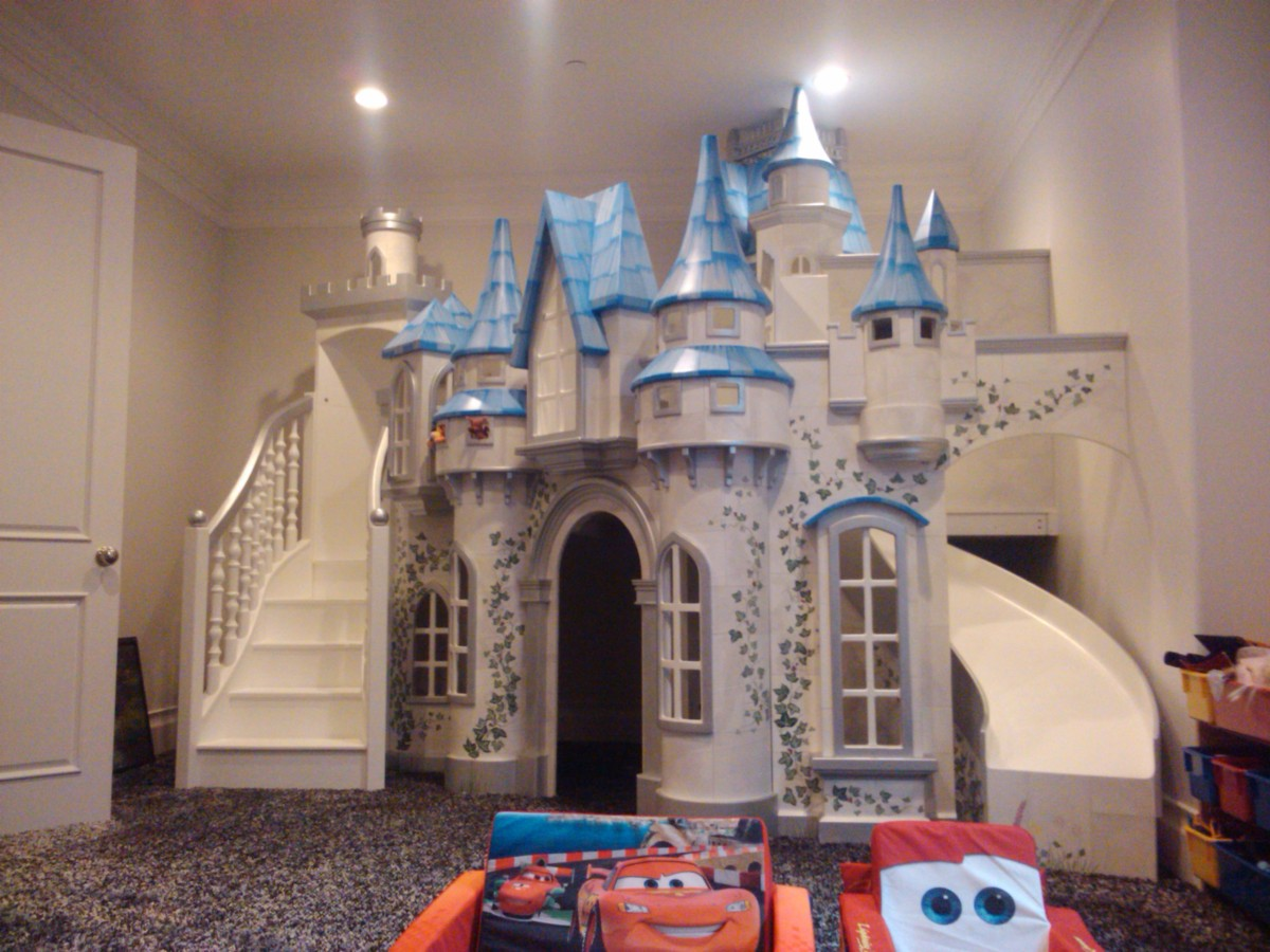 Big indoor playhouse wizard of oz castle indoor playhouse for Castle kids room