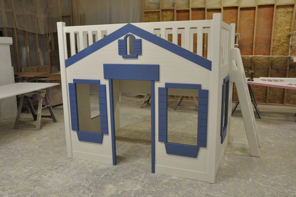 Mason Cabin Themed Bunk Bed with Ladder and Blue Trim